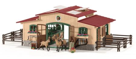 Schleich Stajňa s koňmi a príslušenstvom 42195