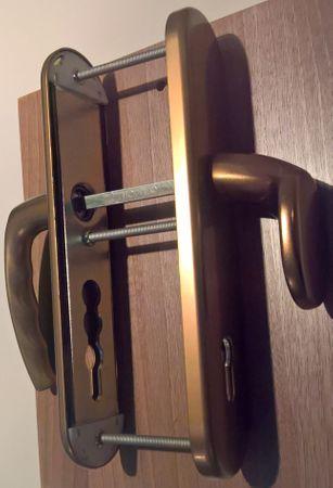 Hoppe sigurnosna garnitura Atlanta 86G/3331/3310/1530, ES1, F4, gumb/kvaka, 92/8 mm 62-72 mm