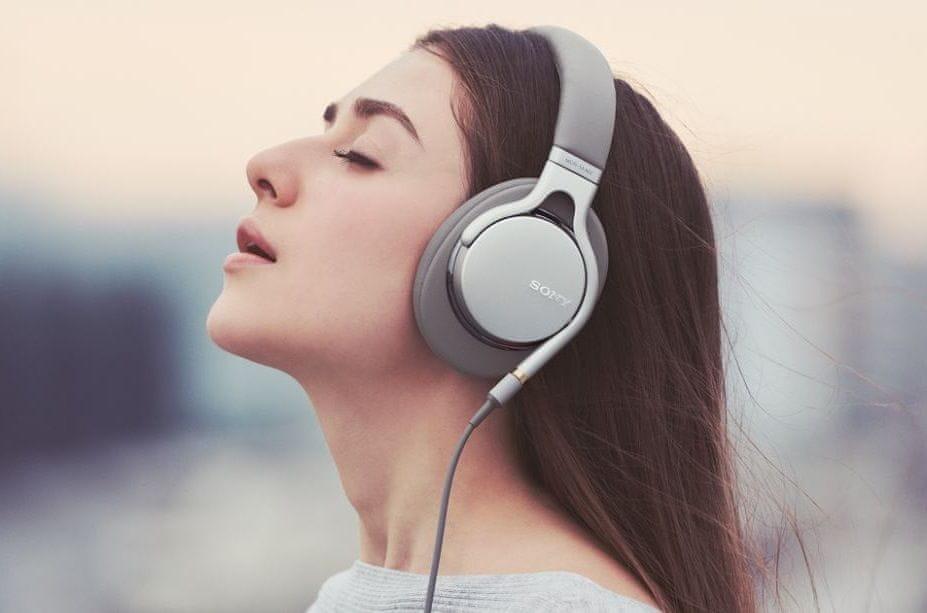 Přenosná uzavřená sluchátka Sony MDR-1AM2 lehká pohodlná konstrukce uzavřená