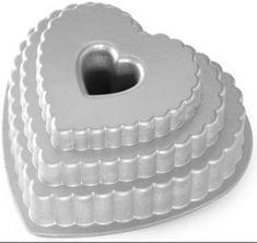 NordicWare Forma na bábovku poschodové srdce, strieborná