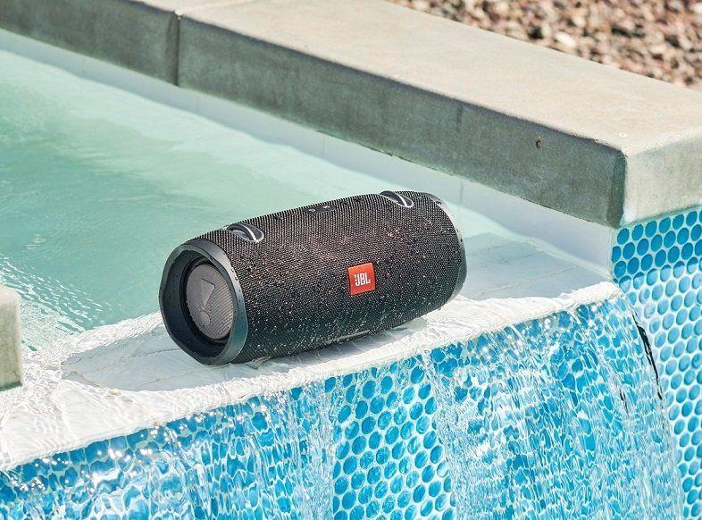 A vezeték nélküli JBL Xtreme 2 hangszóró, IPX7 vízálló tokban, 1méteres mélységig 30 percet kibír