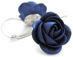 Troli Błyszczące niebieskie kolczyki z Bluem kwiatem