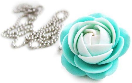 Troli Fehér-mentol színű virág nyaklánc