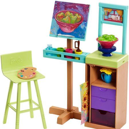 Mattel Barbie na svojem odličnem delovnem mestu v slikarski izložbi