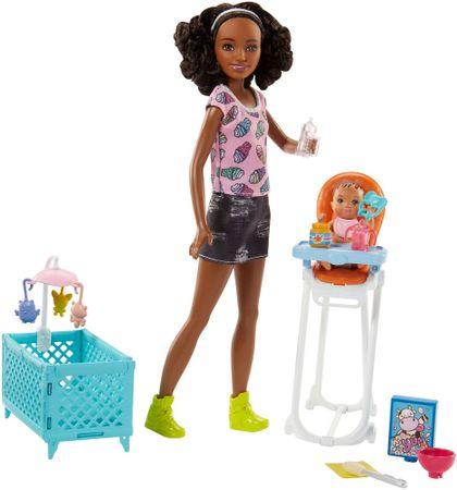 Mattel Barbie bébiszitter játékkészlet - baba kék pólóban