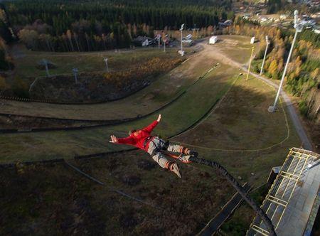 Allegria bungee jumping z TV věže v Harrachově Harrachov