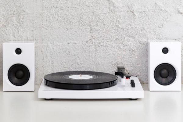 Crosley T100 lemezjátszó hangerő szabályozás Bluetooth zene streamelése mobilból
