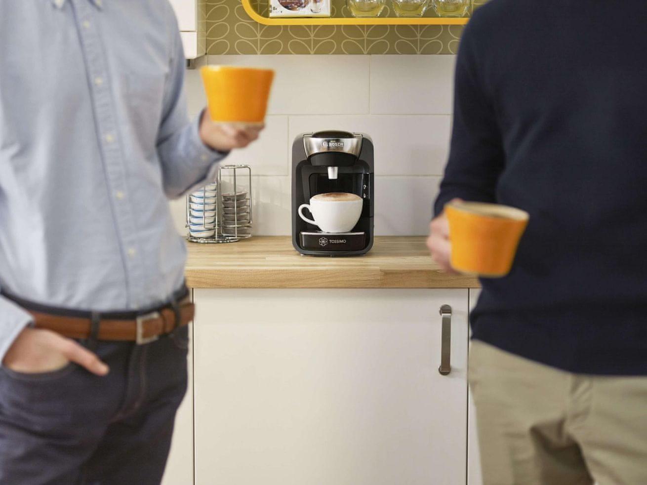 TASSIMO Suny TAS3205 dva lidé pijící kávu