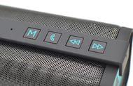 Ovládání hlasitosti a přehrávání přímo na reproduktoru.