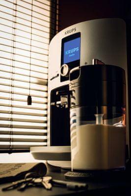 Krups EA829E volitelná teplota, volitelná hrubost namletí kávy