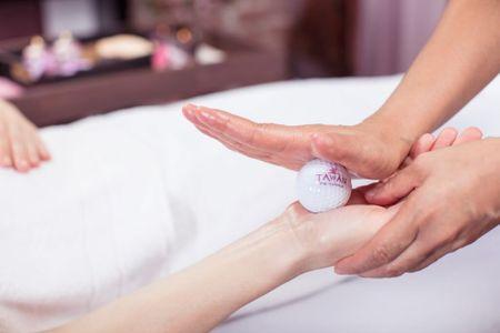 Allegria thajská olejová masáž golfovými míčky Špindlerův Mlýn