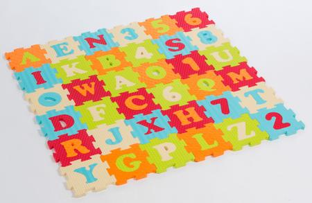 Ludi penasta sestavljanka, 90 x 90 cm, s črkami in številkami