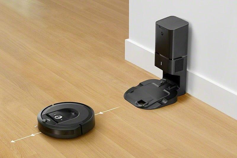 iRobot Roomba i7+ nabíjení během úklidu