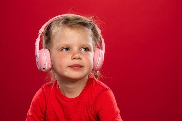 Bluetooth sluchátka dětská buddyphones play buddyjack handsfree mikrofon flexi čelenka hypoalergenní náušníky