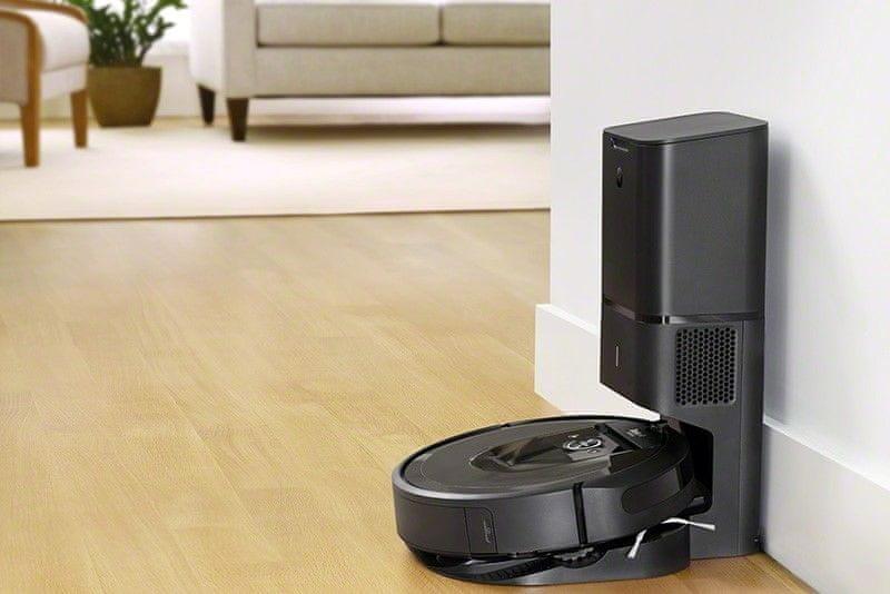 iRobot Roomba i7 automatické nabíjanie v nabíjacej stanici