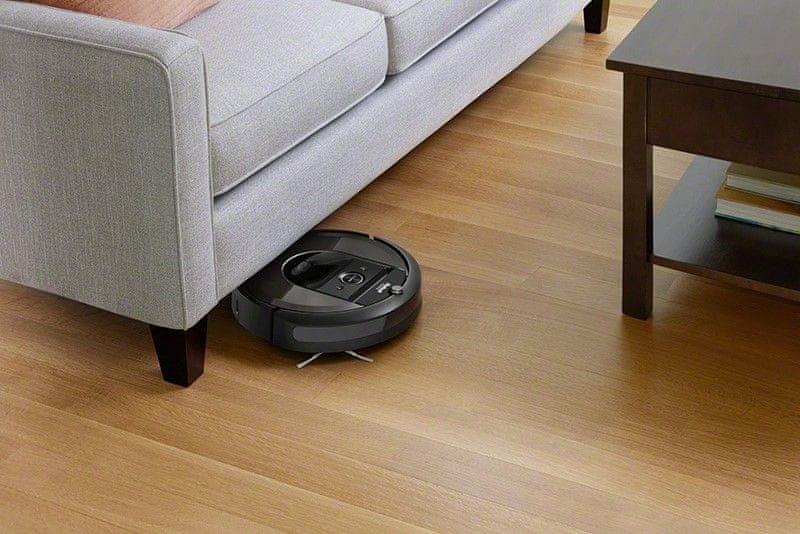 iRobot Roomba i7 nabíjanie počas upratovania
