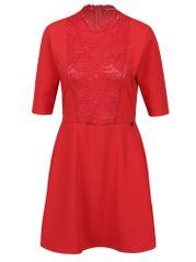 Rich & Royal červené šaty s krátkým rukávem a krajkovým detailem