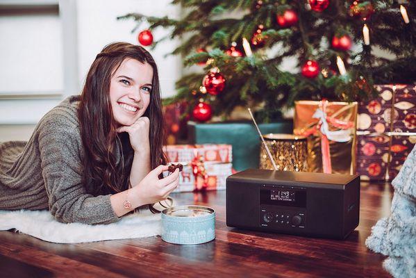 digitální rádio hama dr1550cbt ovládání tlačítky výkon 2× 3 W hodiny sleep snooze buzení sluchátka 3,5mm jack