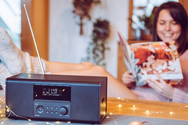 moderní radiopřijímač hama dr1550cbt fm dab dab plus předvolby relaxace s hudbou nízká hmotnost kompaktní rozměry přenosný Bluetooth bezdrátový