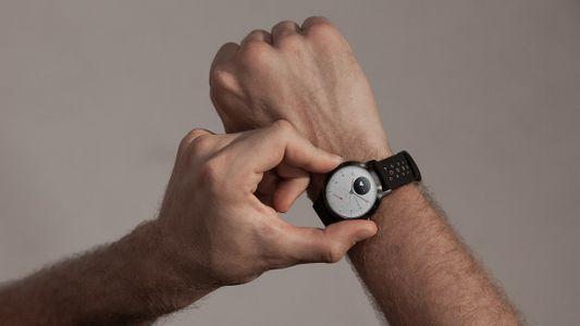 smartwatch hydbrydowy Withings Steel HR Sports, wodoodporny, stylowy, analogowe wskazówki, wyświetlanie powiadomień, długi czas pracy baterii