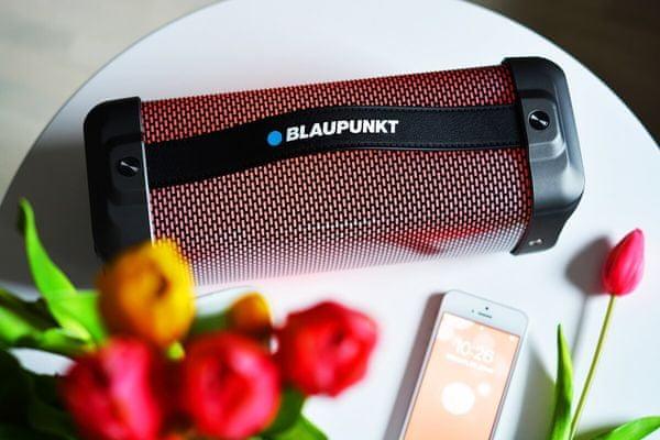 hordozható hangszóró vezeték nélküli bt30led Blaupunkt aux csatlakozó usb port fm rádió Bluetooth hatótávolság 10 m nyílás microSD kártyához
