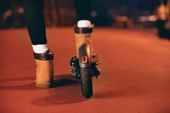 Elektrická koloběžka Xiaomi Mi Electric Scooter Pro, duální brzdy, rekuperace, ABS, dobíjení bržděním, světlo
