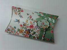 Krabička dárková Eden Garden velká 27,5x16,5x5,5 cm, povrch hedvábí, motiv květy