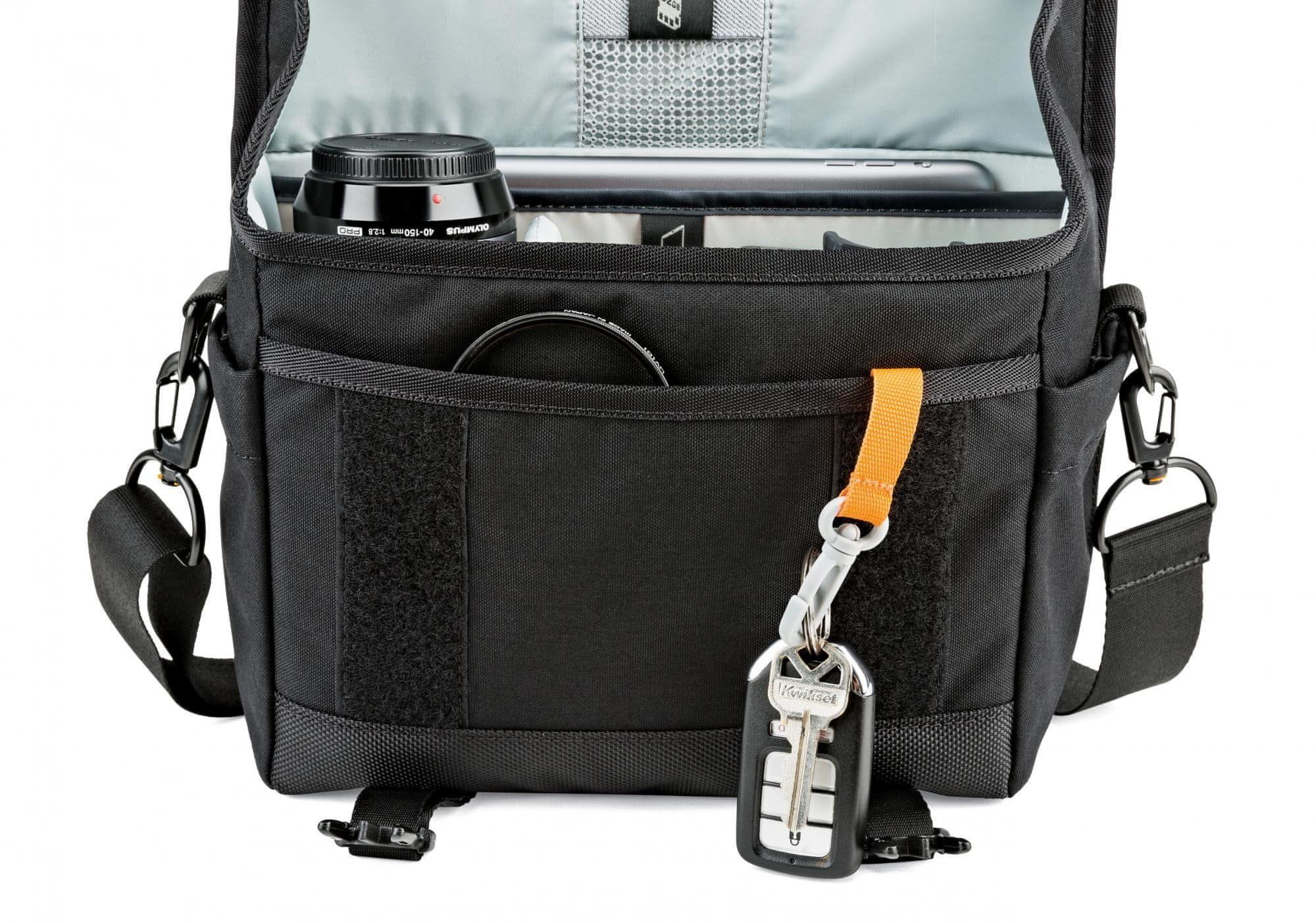 brašna přes rameno na foťák Lowepro M-Trekker SH 150 black E61PLW37161 boční kapsy karabina na klíče