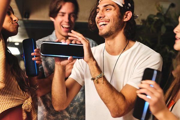 bezprzewodowy, przenośny głośnik Bluetooth sony srsxb22 party świetlne show sterowanie przez aplikację mobilną music center wbudowany mikrofon do rozmów głośnomówiących party booster efekty dźwiękowe