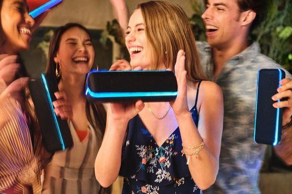 bezdrátový přenosný Bluetooth reproduktor sony srsxb32 párty světelná show ovládání přes mobilní aplikaci music center vestavěný mikrofon pro handsfree hovory party booster zvukové efekty powerbanka funkce