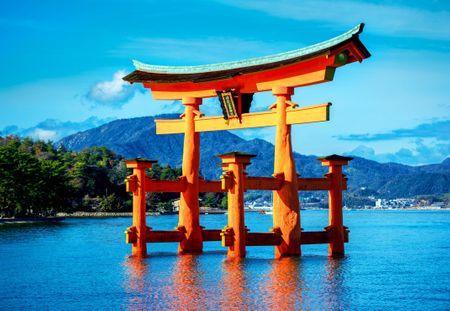 Blue Bird Puzzle 1500 db The torii of Itsukushima Shrine