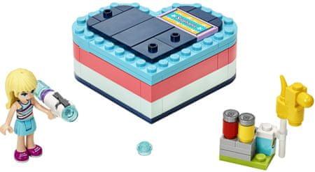 LEGO Friends 41386 Stephanie és nyári szívecske alakú doboz