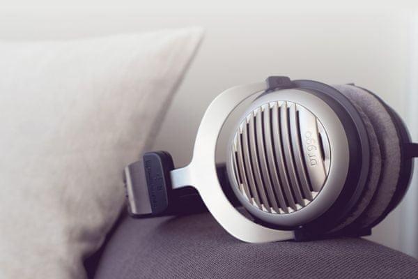 trendy sluchátka kabelová beyerdynamic dt 990 edition 250 ohm ruční výroba 3m audio kabel 3,5mm jack důraz na detail