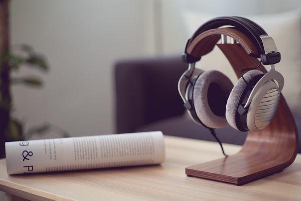 přenosná kabelová designová sluchátka beyerdynamic dt 990 250 ohm otevřená konstrukce kabelová sluchátka dynamický prostorový zvuk k domácím stereo systémům