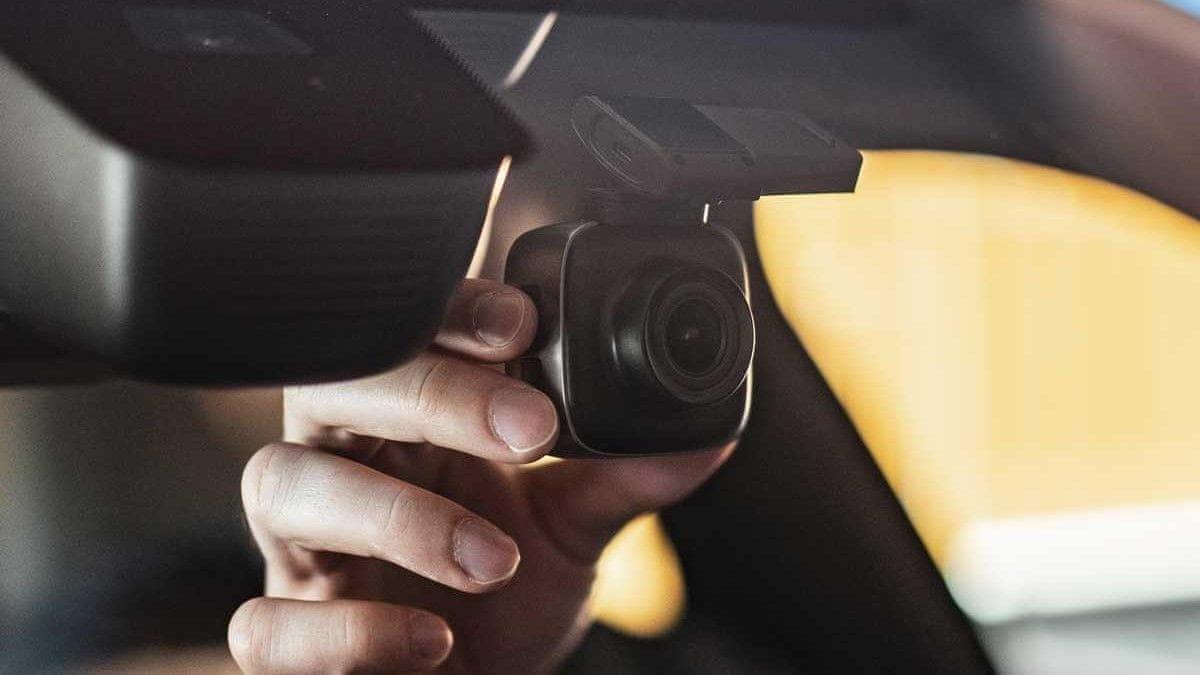 Niceboy PILOT X kamera u autu