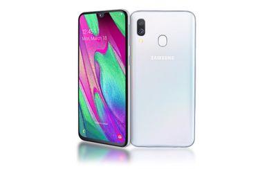 Samsung Galaxy A40, úzké rámečky, štíhlý ergonomický design, 3D sklo