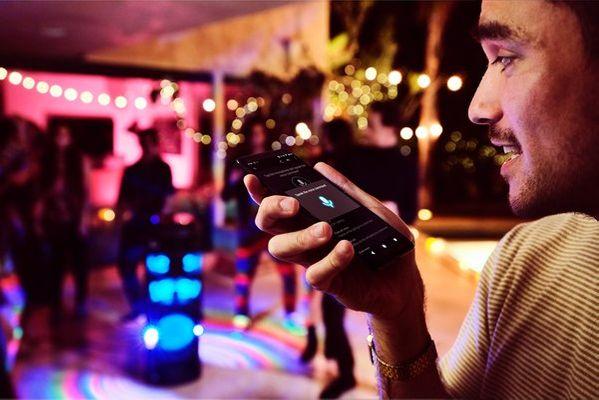párty reproduktor sony mhc-v82d karaoke fiestable ovládání hlasem kytarový jack upevnění v repro stojanu světelné efekty režim taiko