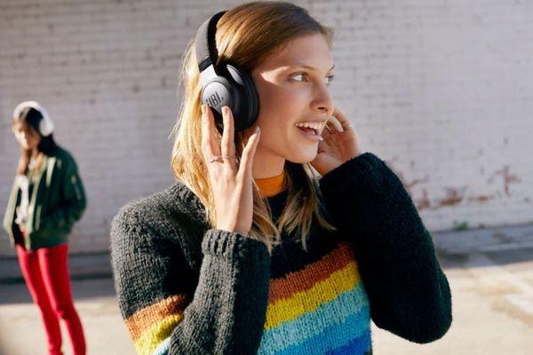 sluchátka jbl live 500bt bezdrátová Bluetooth dosah 10 m kabel s 3,5mm jackem