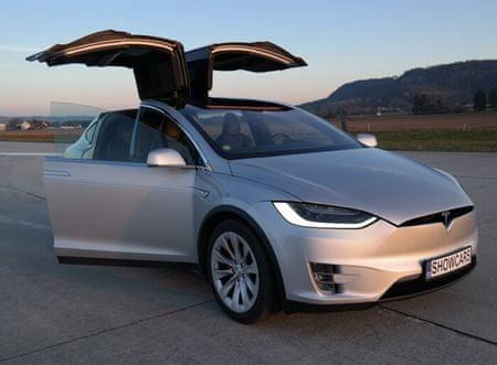 Allegria letištní jízda vozem Tesla X - 40 minut Loukov (okr. Mladá Boleslav)