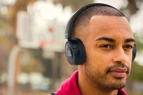 sluchátka Bluetooth bezdrátová jbl t560bt jbl pure bass technologie hluboký basový zvuk 32mm měniče Bluetooth ve verzi 4.0 dosah 10 m