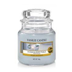 Yankee Candle Aromatyczna świeca Classic mała Calm & Quiet Place 104 g