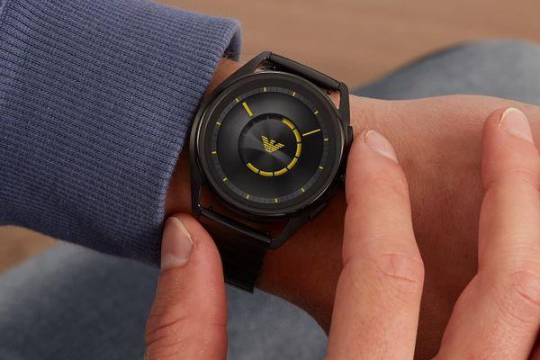 chytré hodinky smartwatch armani art5007 lcd dotykový ciferník rychlé a snadné ovládání výrazný okraj designové styl značkové vyměnitelný řemínek sklopná spona