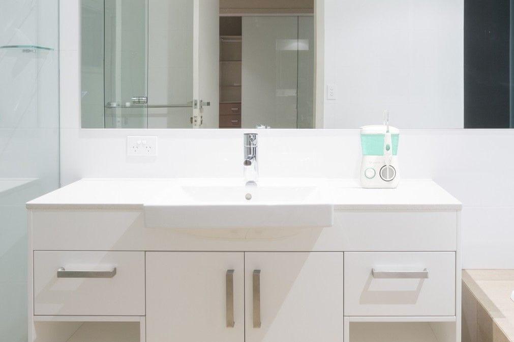 TrueLife AquaFloss Station prysznic na umywalce