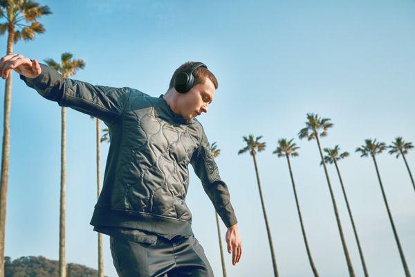 bezdrátová Bluetooth 4.2 sluchátka sony wh-xb900n 30h výdrž baterie rychlonabíjení elegantní design pohodlí při nošení handsfree mikrofon dotykové ovládání google assistant alexa extra bass technologie aptx kodek