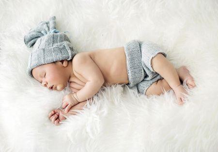 Grafika Puzzle 1000 db Konrad Bak: Baby sleeping in Feathers