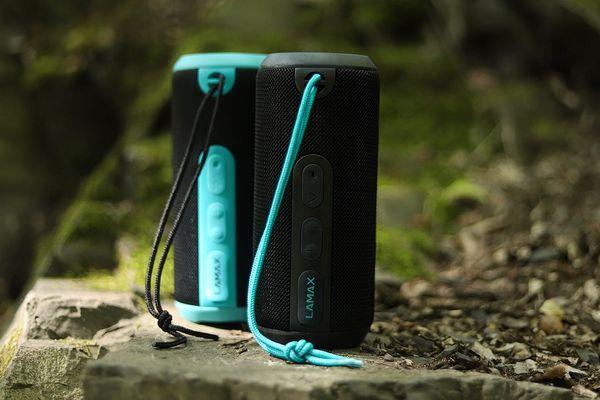 brezžični zvočnik lamax vibe1 prostoročni mikrofon, moč 12 vatov, polna zvočna glasovna pošta ip65 zaščita pred brizganjem Bluetooth 4.2, območje 15 m, polnilna baterija, 12 ur varčevanje z energijo