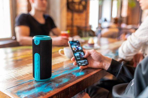 Brezžični zvočnik Prostoročni mikrofon Lamax Vibe1 12W polni zvok brez zvoka IP65 Zaščita pred brizganjem Bluetooth 4.2 Paleta 15m kabel