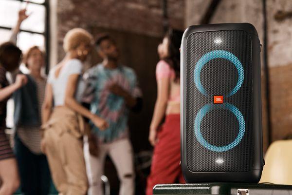 bezdrátový Bluetooth párty reproduktor jbl partybox 100 až 160 w výkon usb port světelná led show silný jbl zvuk baterie li-ion 2500 mah síťový provoz