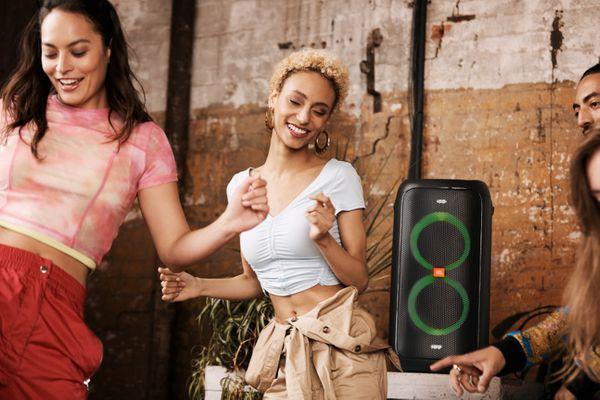 bezdrátový Bluetooth párty reproduktor jbl partybox 100 až 160 w výkon usb port světelná led show silný jbl zvuk umístění do stojanu vstup pro mikrofon pro karaoke a kytaru