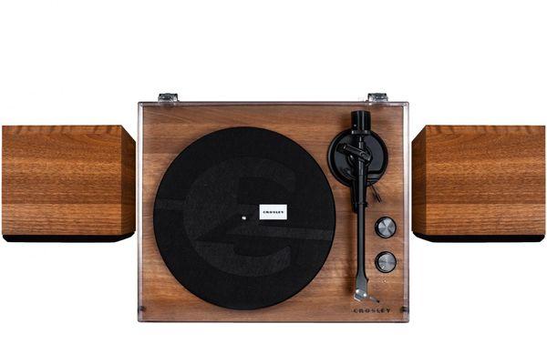 stylový klasický gramofon crosley c62 2 rychlosti otáček 33 45 bluetooth technologie streamování hudby ocelový talíř hliníkové raménko magnetická přenoska externí reproduktory předzesilovač synchronní motor s nízkými vybracemi